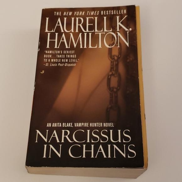 📚 5/$20 Laurell K. Hamilton, Narcissist in Chains